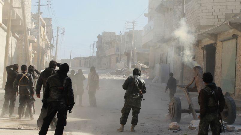 Des membres du groupe djihadiste al-Nusra en février 2014 dans le village syrien d'Aziza.
