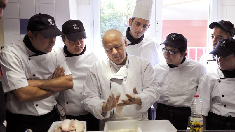 Le chef étoilé Thierry Marx a ouvert le centre «Cuisine mode d'emploi (s)» dans le 20e à Paris, qui offre une formation gratuite qualifiante aux jeunes sans diplôme et aux demandeurs d'emplois (DR)