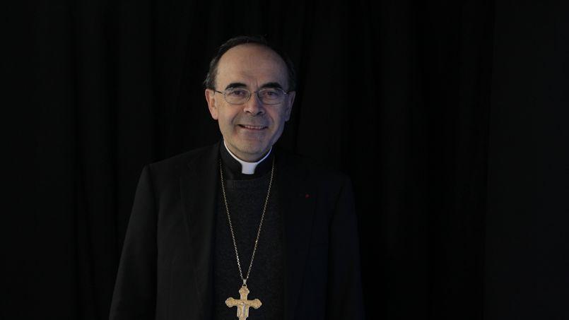 Le cardinal Philippe Barbarin, archevêque de Lyon : «Devant toute grande souffrance humaine, c'est le silence qui s'impose. Mais devant l'avis du Conseil d'État, nous ne pouvons pas ne pas nous interroger: notre pays gardera-t-il le respect de toute vie humaine comme une norme fondamentale de notre vivre ensemble?»