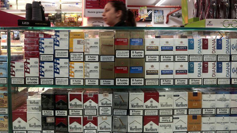 un paquet de cigarettes sur quatre vendu au march noir. Black Bedroom Furniture Sets. Home Design Ideas