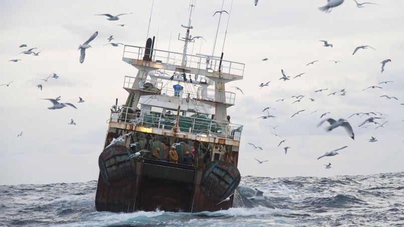 Un chalutier espagnol à l'ouest del'Irlande. Seules quelques grosses nations bénéficient de la pêche en haute mer.
