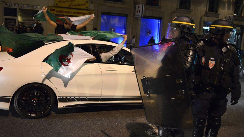 Des supporters de l'équipe d'Algérie le 26 juin à Lyon, après le match Algérie-Russie.