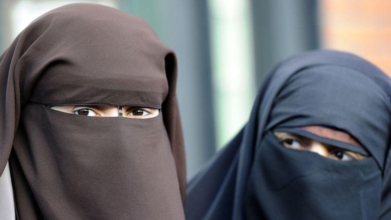 S'il est difficile d'obtenir des chiffres précis, les renseignements intérieurs estimaient en 2009 que 2000 femmes portaient le niqab ou la burqa en France.