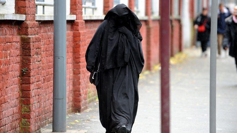 La cedh valide l 39 interdiction de la burqa - Interdiction du port du voile en france ...
