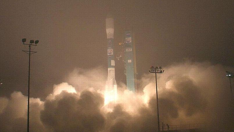 Le satellite OCO-2 au sommet de la fusée Delta-2 lors de son lancement, à la base Vandenberg Air Force, en Californie. (Crédits photo: REUTERS/Gene Blevins )