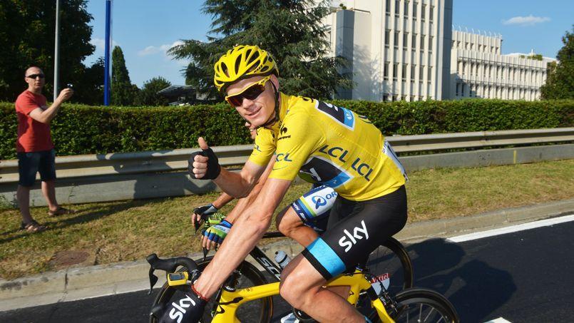 Christopher Froome avec le maillot jaune sur le Tour de France, le 21 juillet 2013.