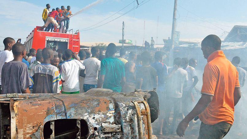Scène de chaos le 1er juillet à Maidugari dans l'État de Borno, fief de Boko Haram, après l'explosion d'une bombe qui a causé la mort d'une quinzaine de personnes.