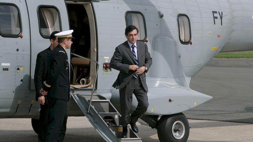François Fillon à la sortie d'un hélicoptère de l'armée lors d'un déplacement officiel en 2007.