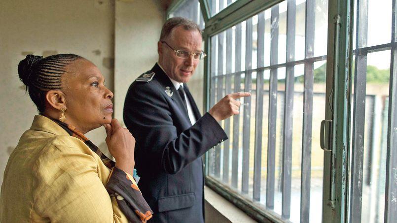 Arnaud Soleranski, le directeur de la prison, accompagne Christiane Taubira lors de déplacement, mardi, à la maison d'arrêt de Bois d'Arcy (Yvelines).