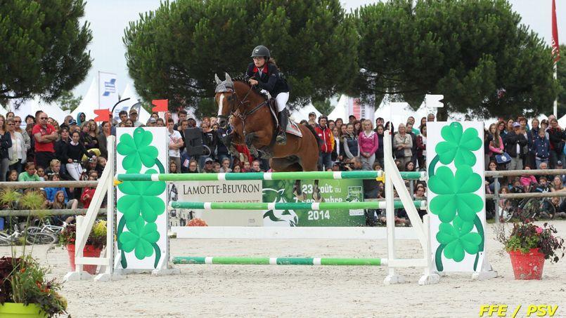 Ninon Castex a remporté la plus grosse épreuve de saut d'obstacles, le Grand Prix Elite Excellence, avec son poney Quabar des Monc. Crédits Photo: FFE/PSV