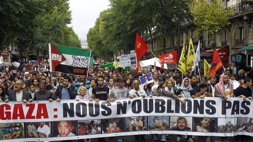 Des manifestants ont défilé à Paris dimanche en soutien aux Palestiniens.