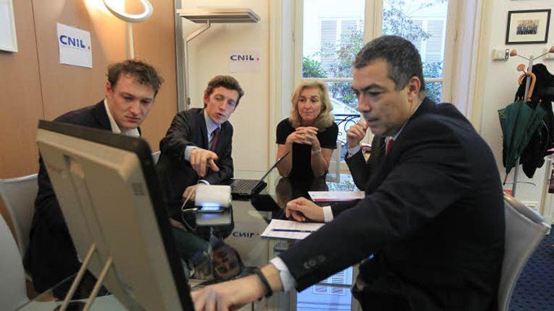 Séance de travail à la Commission nationale de l'informatique et des libertés (Cnil) autour de sa présidente, Isabelle Falque-Pierrotin. Crédit: Sébastien Soriano/Le Figaro