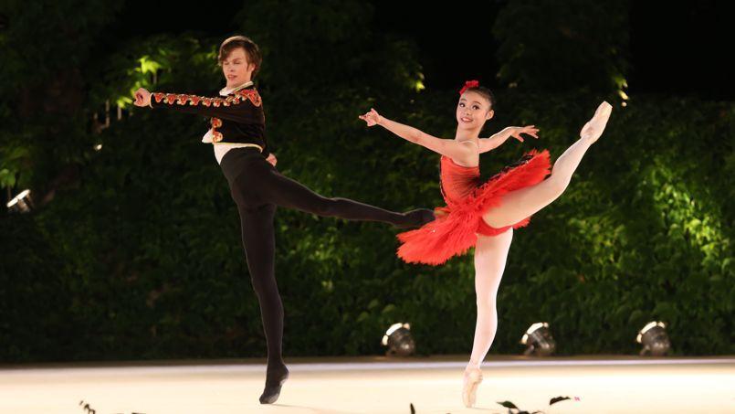 Lors du concours international de ballet de Varna, qui fête cette année son cinquantenaire, les danseurs de produisent en plein air, au cœur d'un théâtre de verdure.