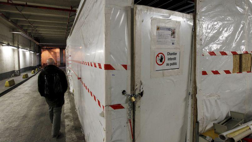 Zone de désamiantage dans un des parkings de la tour Montparnasse, à Paris.