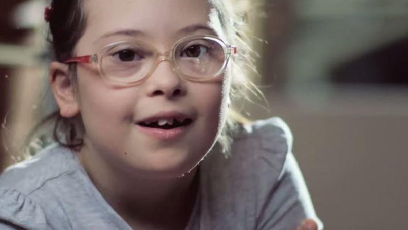 Une jeune fille trisomique (tirée de la campagne «Chère future maman»)