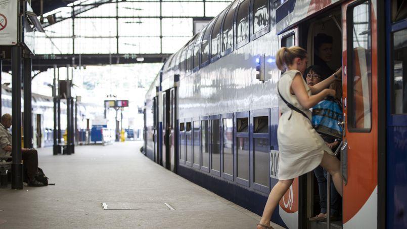 Les usagers déplorent régulièrement les hausses de tarifs des billets de train.