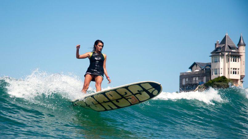 Considérée comme al capitale européenne du surf, Biarritz a vu défiler les champions du monde entier au pied de ses vieilles bâtisses (ici, la Villa Belza).