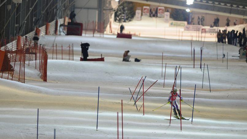 Le ski-dôme d'Amnéville est la première piste de ski artificielle couverte ouverte en France.