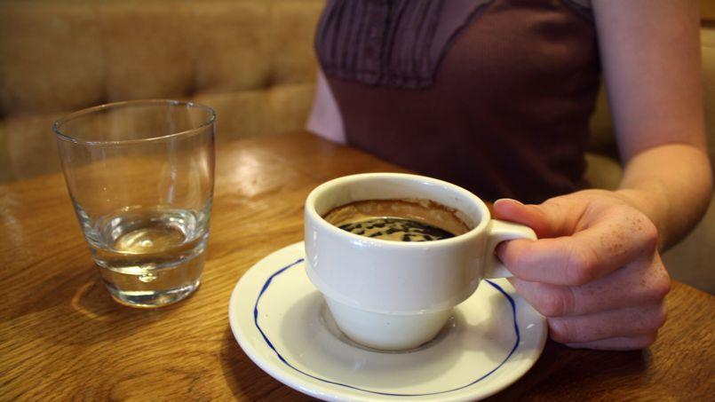 Le prix du café grimpe sur les marchés en raison d'une mauvaise récolte au Brésil.