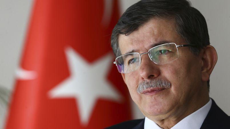 Le ministre des Affaires étrangères Ahmet Davutoglu a tenté, le 7 août, de minimiser le caractère terroriste de l'État islamique.
