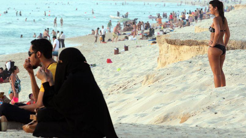 Voile la plage que dit la loi - La loi sur le port du voile en france ...