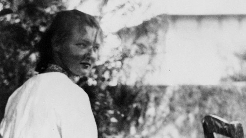 David Foenkinos rend un très bel hommage à Charlotte Salomon avec son dernier livre, Charlotte, un récit sous-tendu par une admiration tendre et fascinée de l'auteur pour la jeune artiste peintre morte en déportation à 26ans.