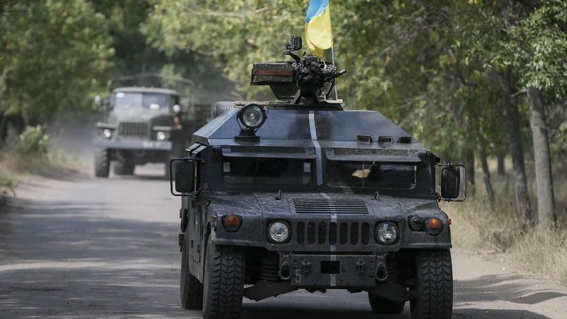 Des véhicules de l'armée ukrainienne à Kramatorsk, lundi.