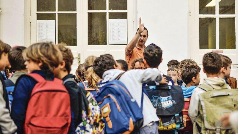 La rentrée d'une classe de primaire, mardi, à Paris.