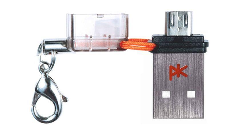 Une clé miniature à accrocher pour ne pas perdre.