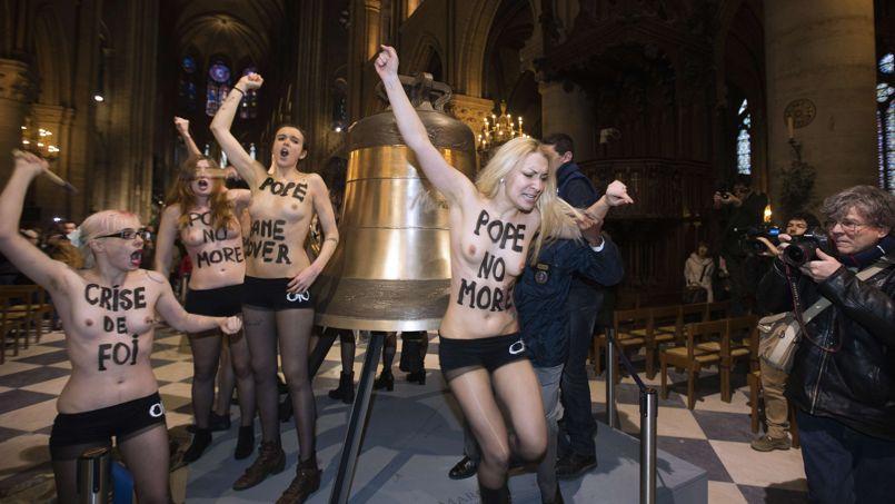 Les Femen dans la cathédrale Notre-Dame à Paris, le 12 février 2013.