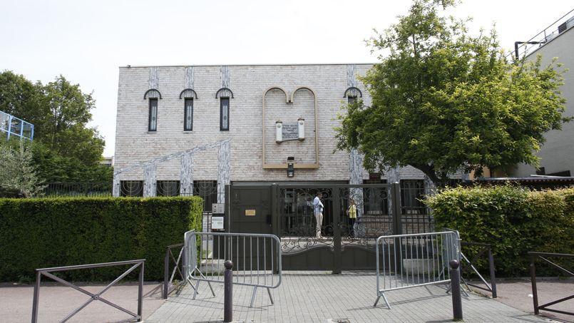 La synagogue de Créteil le 25 mai 2014, deux jours après l'agression de deux jeunes juifs.