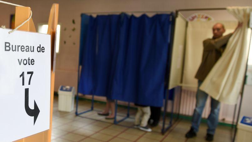 Élections 2015 : les départementales auront lieu en mars, les régionales en décembre