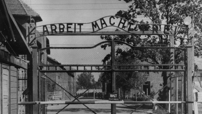 L'entrée du camp de concentration et d'extermination d'Auschwitz-Birkenau.