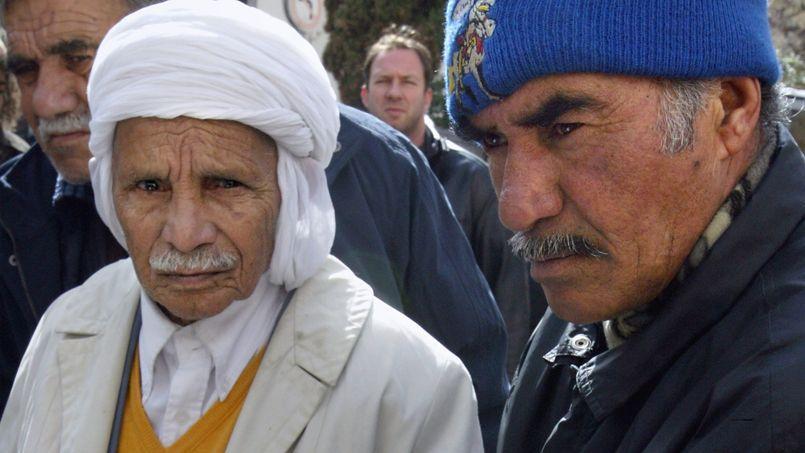 Des retraités maghrébins (chibanis) à Marseille, en 2006.