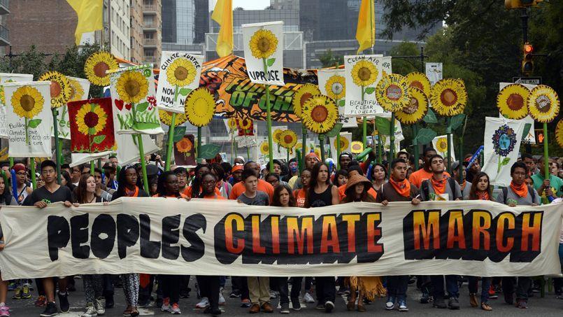Des manifestants se sont regroupés dans les rues de New York (photo) mais aussi à Paris, Londres, Dublin, Berlin, Rio de Janeiro, Melbourne, Dehli, Bogota, Johannesburg, Lagos,... à l'appel de quelque 1500 organisations à travers le monde.