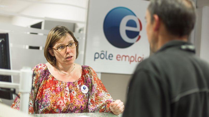 Le nombre de chômeurs a baissé en août pour la première fois depuis octobre 2013