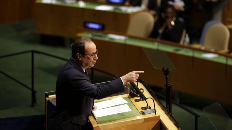«La France vit une épreuve à travers l'assassinat d'un de nos compatriotes, mais la France ne cède jamais devant le chantage», a déclaré François Hollande à la tribune de l'ONU après l'assassinat d'Hervé Gourdel.