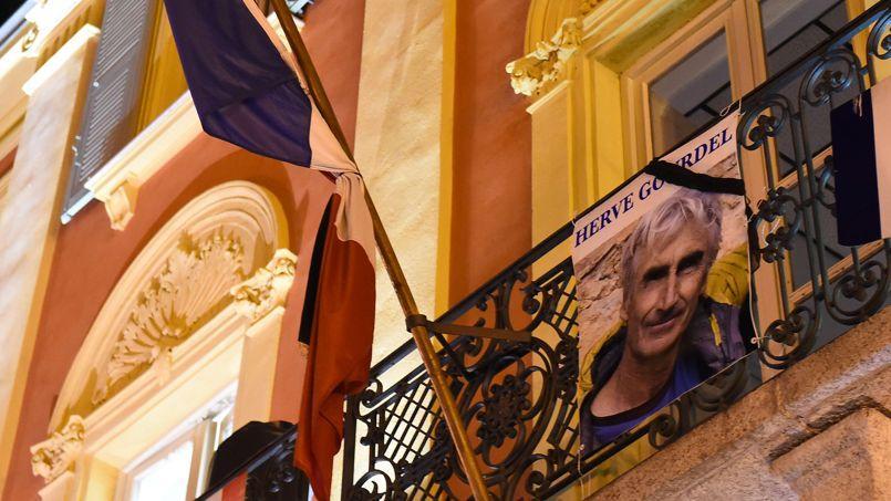 Assassinat d'Hervé Gourdel: le crime djihadiste qui défie la France