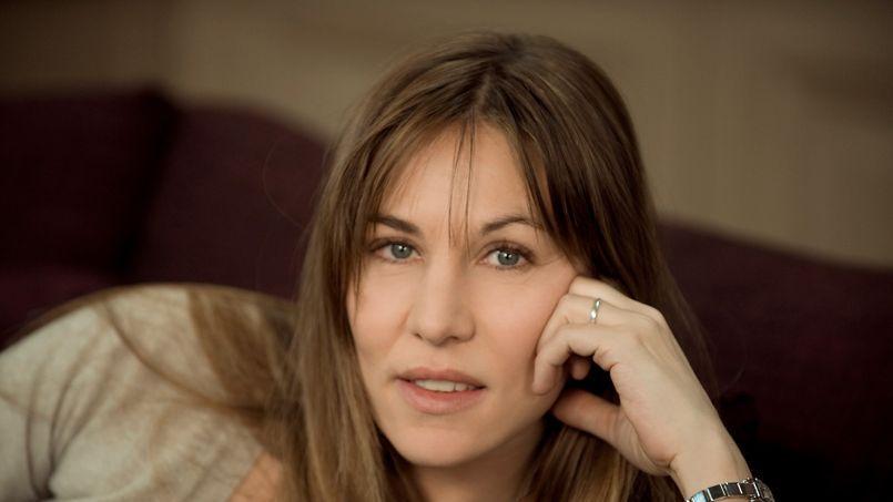 Souffrant d'intenses migraines, l'actrice Mathilde Seigner a subi une opération pour un kyste du cerveau. L'opération se serait bien déroulée, malgré sa dangerosité.