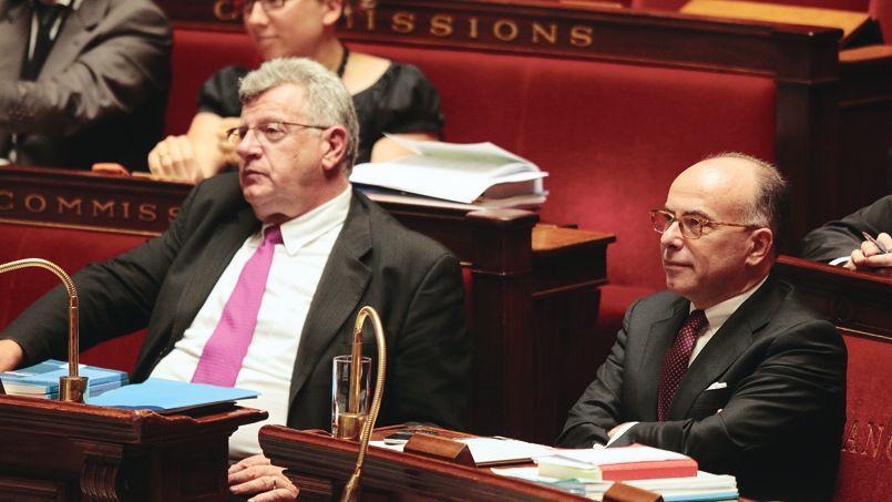 Christian Eckert, secrétaire d'État au Budget (à gauche), et son prédécesseur, Bernard Cazeneuve (ici, en 2013).