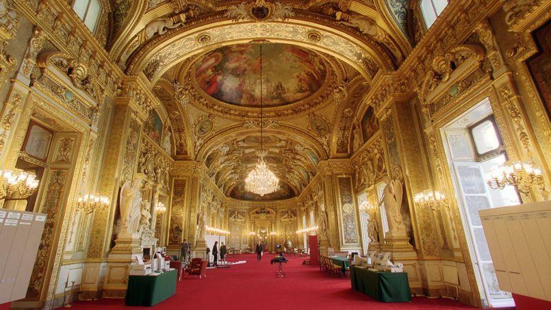 Vue générale de la salle des conférences du Sénat, prise le 23 septembre 2001 au Palais du Luxembourg à Paris, alors qu'environ 50.000 grands électeurs votent ce week-end pour renouveler le tiers des sénateurs.
