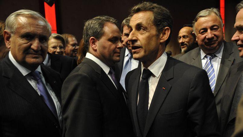 Jean-Pierre Raffarin, en 2009, aux côtés de Nicolas Sarkozy et Gérard Larcher notamment.