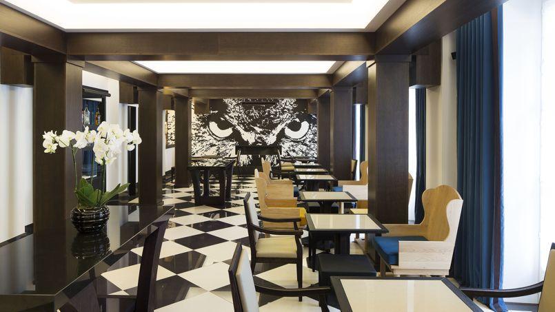 Au salon-bar, la fresque du hibou a été réalisée in situ par Victor Ash.