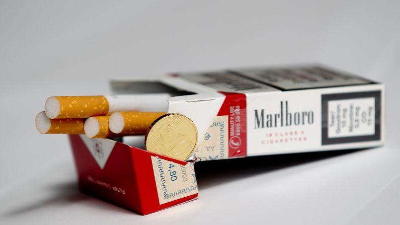 Philip Morris, fabricants de la Marlboro, menacerait de ne pas répercuter cette hausse des taxes sur le tabac sur le prix final de ses paquets.