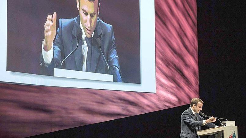 Emmanuel Macron à Lyon, devant les experts comptables. (Crédit: AFP/ Jean-Philippe Ksiazek)