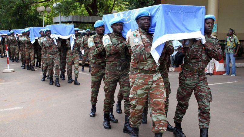 Cérémonie le 7 octobre à Bamako en l'honneur des neuf Casques bleus du contingent nigérien de la Minusma morts dans l'attaque de leur convoi dans la région de Gao le 3 octobre.