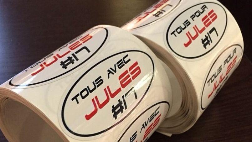 Les autocollants confectionnés à l'initiative de Jean-Eric Vergne en hommage à Jules Bianchi.