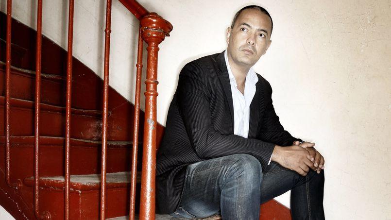 Dans son roman, Kamel Daoud mène son histoire à la manière d'un roman policier.