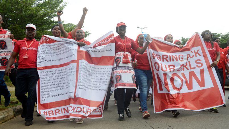 Mi-octobre, une manifestation de soutien aux jeunes filles enlevées il y a 6 mois.
