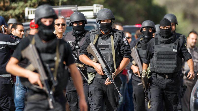 Les forces de l'ordre tunisiennes ont pris position jeudi à Oued Ellil, dans la banlieue ouest de Tunis, après la mort d'un gendarme.